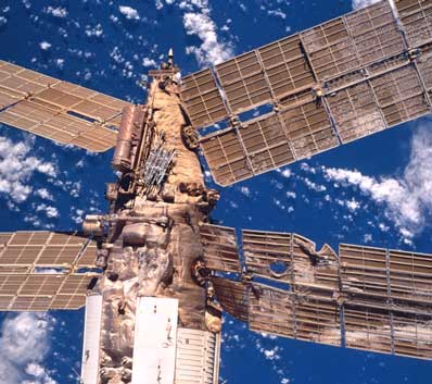 Spaceflight Now Sts 98 Mission Report Redocking Of